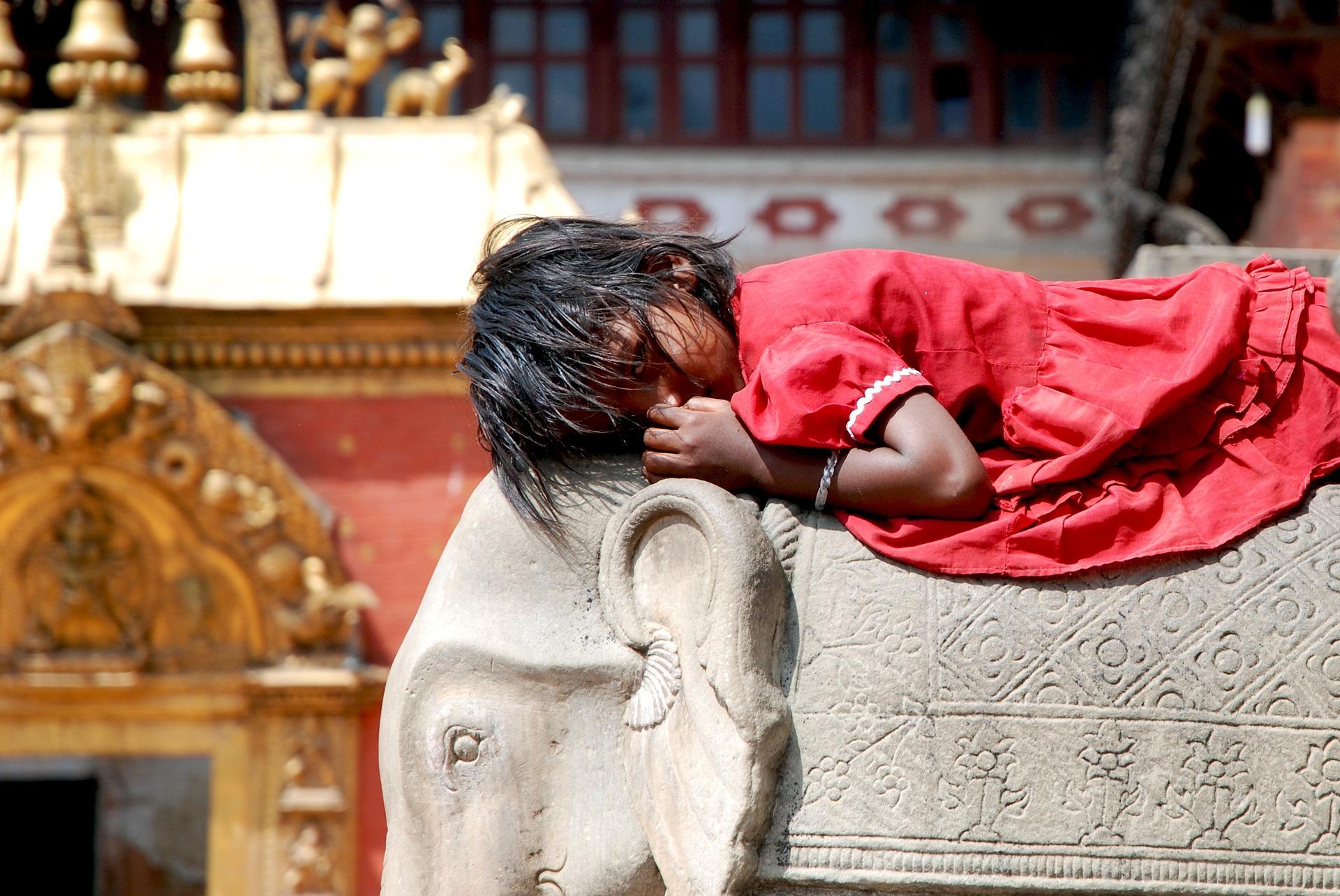 nepal guida viaggi bambina